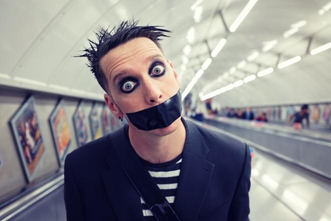 tape-face-mat-ricardo